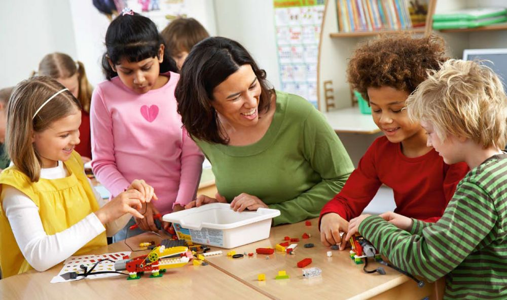 Curso monitor aula matinal y comedor escolar en segovia for Monitor comedor escolar